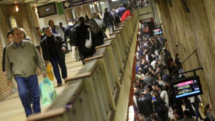 VIDEO Bataie in statia de metrou, in Bucuresti, intre doua femei!