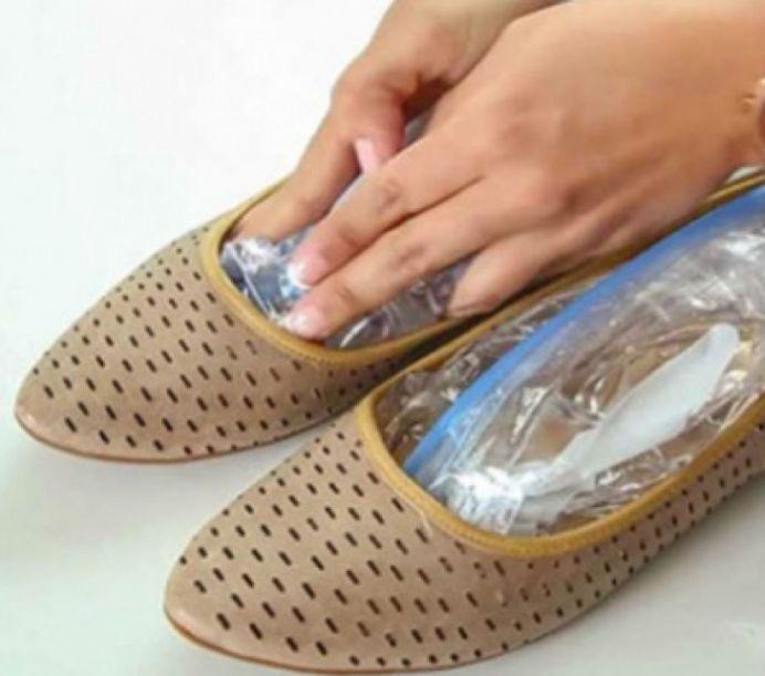 Ce se intampla daca pui pungi cu apa in pantofi?!