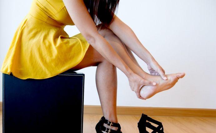 Cele mai simple si eficiente solutii daca te strang pantofii!