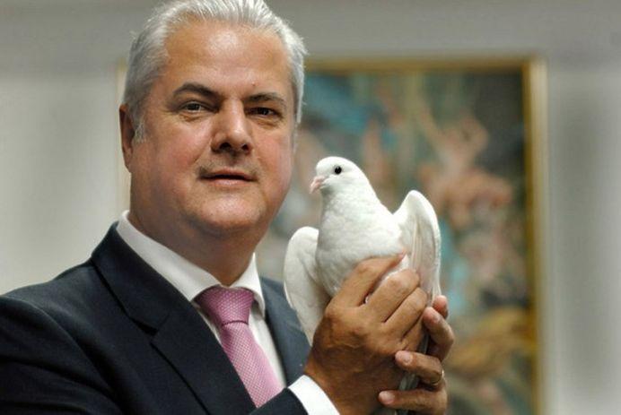 Adrian Nastase i-a gasit un post caldut BAIATULUI, la Parlamentul European!