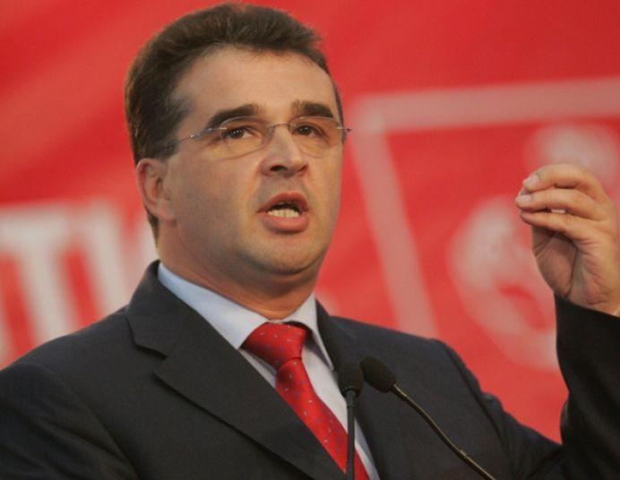 Mesaj pentru Ponta: Victore, vino URGENT acasă! Bărbații au condus lume și din cârje!