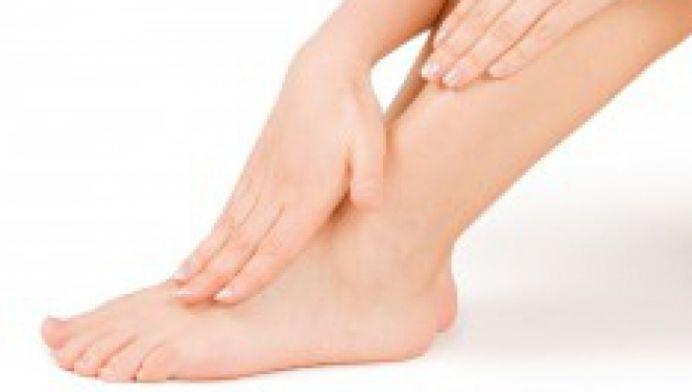 Ai picioarele umflate? Vezi aici cele mai bune sfaturi ale medicilor!