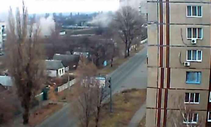 VIDEO SOCANT la granita Romaniei! Focuri de artilerie trase ASUPRA UNUI BLOC de locuinte!