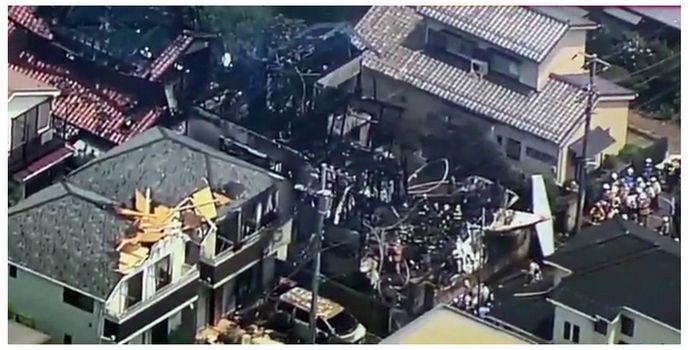 VIDEO SOCANT! Un avion s-a PRABUSIT peste o zona de case din Tokyo!