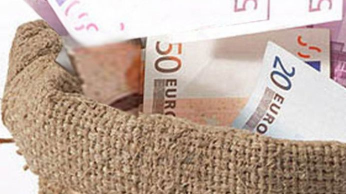 Banii moldovenilor zac in saci, sub pod! Cineva i-a gasit din intamplare!