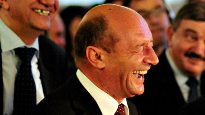 Basescu rade de Ponta in ultimul hal: Te rog, hai, tradeaza-ma!