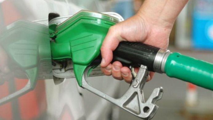 Benzina s-a IEFTINIT din nou! Adevaratele SCADERI insa le vom vedea de la 1 ianuarie 2016!