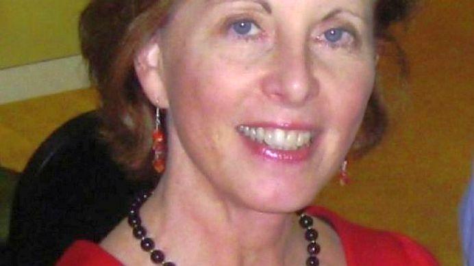 Aceasta femeie a scapat complet de CANCER in opt luni! Vezi ce a baut in fiecare zi!