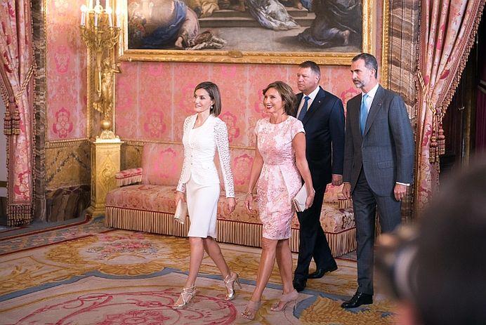 Presa din Spania despre Carmen si Klaus Iohannis: Dupa 32 de ani continua sa fie indragostiti!