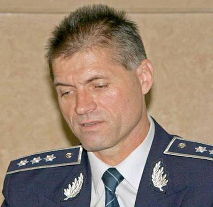 Seful politiei Vaslui este ruda cu doi dintre violatorii elevei!