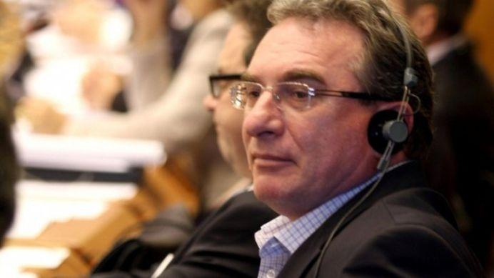 Un europarlamentar acuza Romania ca vrea sa PROFITE de pe criza dn Grecia!