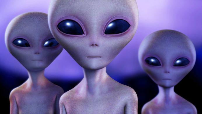 Omuletii verzi sunt o inventie! Extraterestrii pot TRAI printre noi, fara sa STIM!
