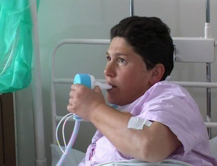 Se intampla in Romania: Femei gravide puse sa fumeze gaz ilariant inainte de nastere!