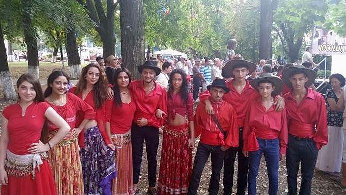 FOTO – O cheama Perla, este de etnie roma, si LE-A INCHIS GURA britanicilor! 5 universitati de top se bat pentru ea!