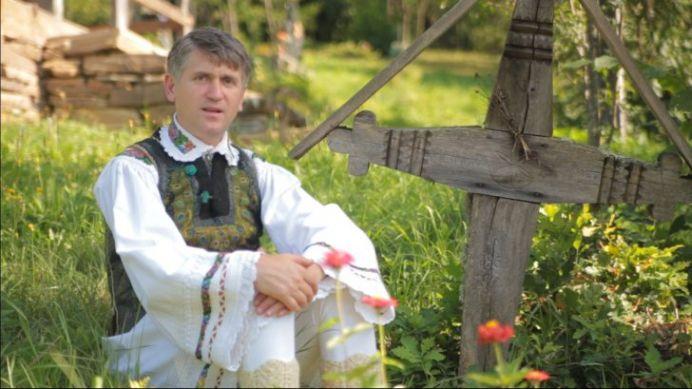 FOTO – Cantaretul de muzica populara Cristian Pomohaci are CEL MAI CIUDAT numar de inmatriculare din Romania!