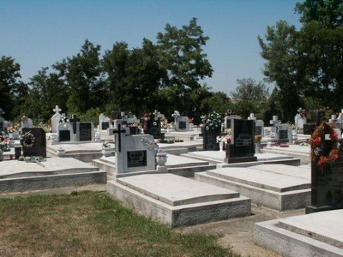 IMAGINI SOCANTE – Intr-un cimitir din Dej cadavrele au inceput sa iasa afara din cripte!