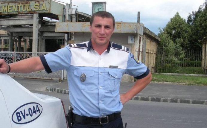 """Fara indoiala, el este cel mai iubit politist din Romania: """"Radeam in masina cu lacrimi, cand s-a deschis portiera si am auzit-o pe Monica razand la fel!"""""""