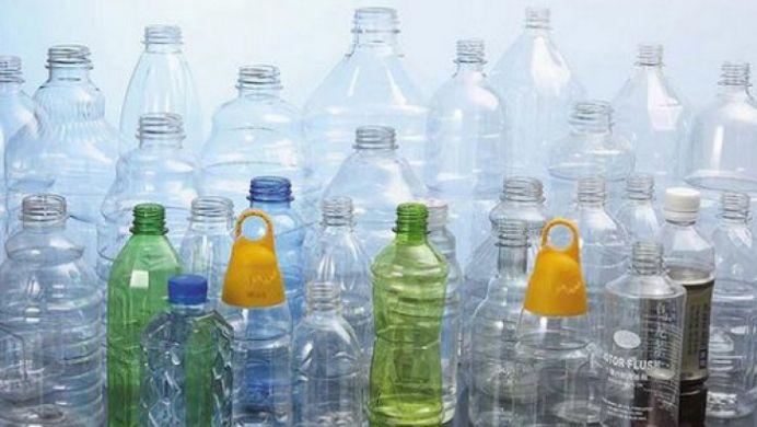 NICIODATA sa nu refolosesti sticlele de plastic! Vezi de ce spun medicii asta!