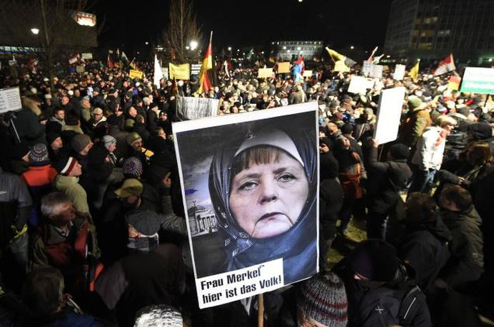VIDEO – Nicio televiziune NU VA ARATA asta! Germanii o trimit pe Merkel IN SIBERIA!