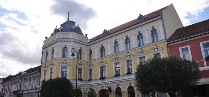 Refuza sa arboreze TRICOLORUL! Primaria unui mare oras din ARDEAL nu recunoaste eliberarea de sub DOMINATIE maghiara!