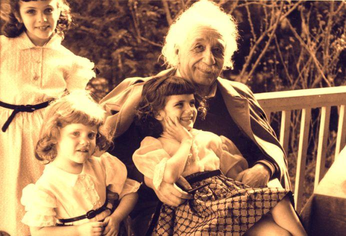 LECTIE DE VIATA: Scrisoarea pe care Albert Einstein i-a lasat-o fiicei lui te va pune SERIOS PE GANDURI!