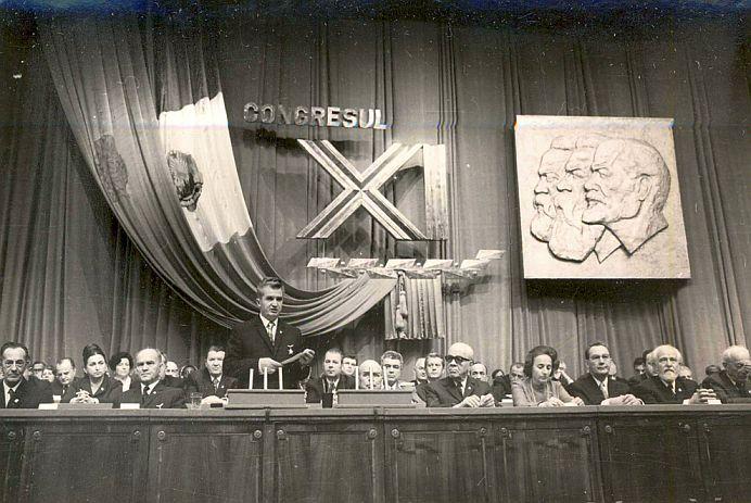 """ADEVARATUL motiv pentru care Ceausescu a INTERZIS apelativele """"domn"""" si """"doamna"""" si le-a inlocuit cu """"tovaras""""!"""