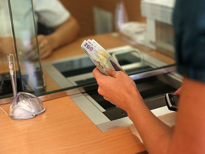 De azi inainte le zice altfel! Doua mari banci din Romania AU FUZIONAT!