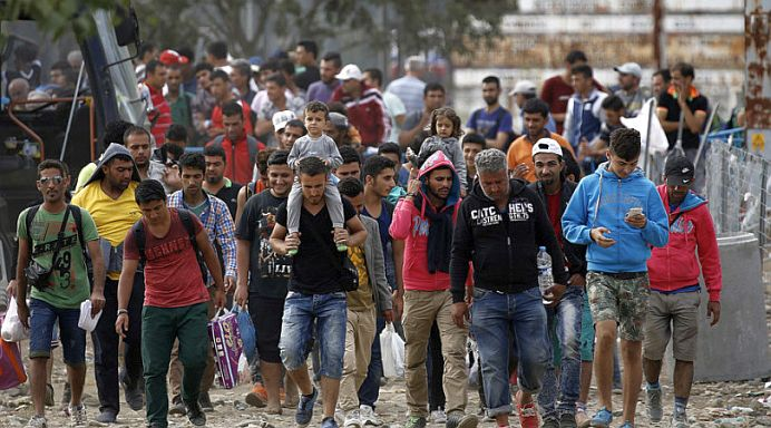VIDEO – Imigrantii lasa TONE de gunoaie in uram si DISTRUG tot in cale! Copiii germanilor sunt BATJOCORITI!