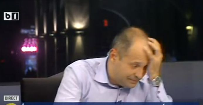 VIDEO – Prezentatorul Radu Banciu S-A PRABUSIT in direct, in timpul emisiunii! Reactia tradeaza probleme neurologice!