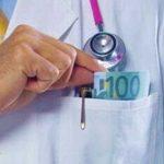 Romanul tot roman! Le-au crescut salariile la mii de euro si doctorii continua sa ia spaga…