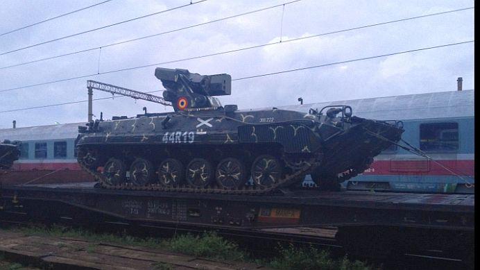 VIDEO – NE PREGATIM DE RAZBOI! Zeci de tancuri si utilaje de razboi MOBILIZATE pe granita de est a Romaniei!