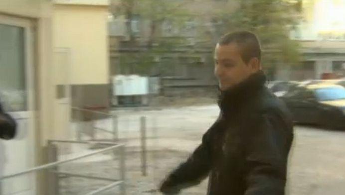 VIDEO – Un angajat al clubului Colectiv a intrebat la Politie daca risca PUSCARIA, apoi a fugit pe strada ca sa scape de presa!