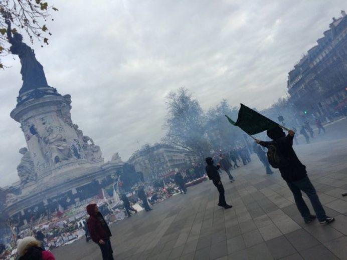 FOTO – VIDEO Alarma in Paris! Batai in strada si violente cu fortele de ordine!