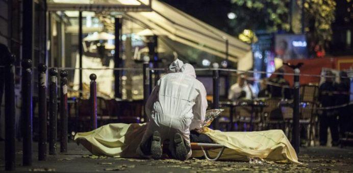 """VIDEO – Zeci de mii de turci striga """"Allahu Akbar"""" si HUIDUIE un moment de reculegere pentru victimele ATENTATELOR din Paris!"""