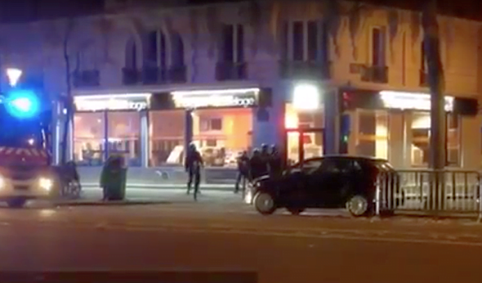 VIDEO – Au aparut primele imagini cu SCHIMBUL DE FOCURI din Paris, dintre teroristi si fortele de ordine!