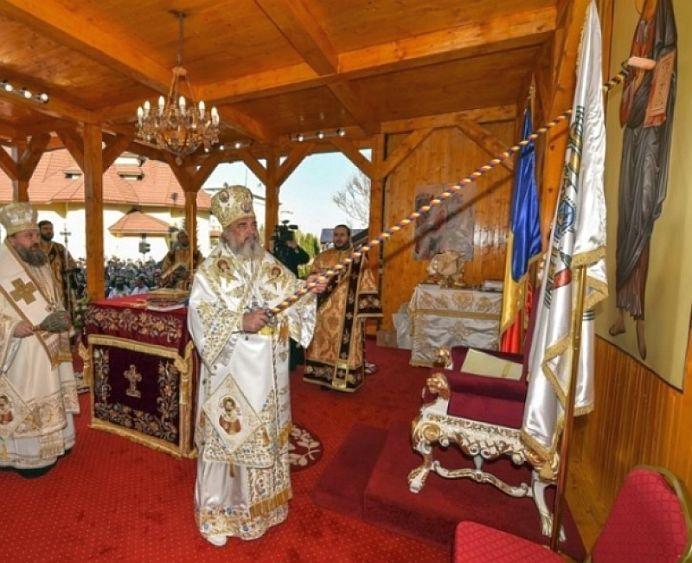 GALERIE FOTO – Viralul anului in Romania il are pe Patriarhul Daniel in centrul actiunii! Toti strainii se MINUNEAZA!