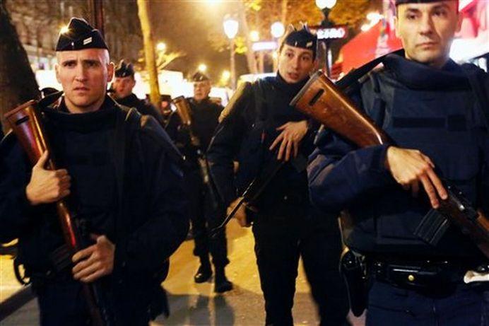 Europa in RAZBOI! Noi schimburi de focuri in Paris, fortele de ordine il vizeaza pe CREIERUL ATENTATELOR de vineri!