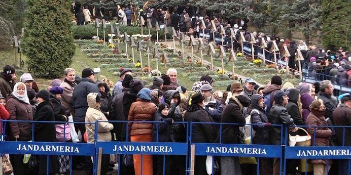 Mii de CREDINCIOSI s-au rugat sambata la Prislop! S-au implinit 26 de ani de la moartea Părintelui Arsenie Boca!