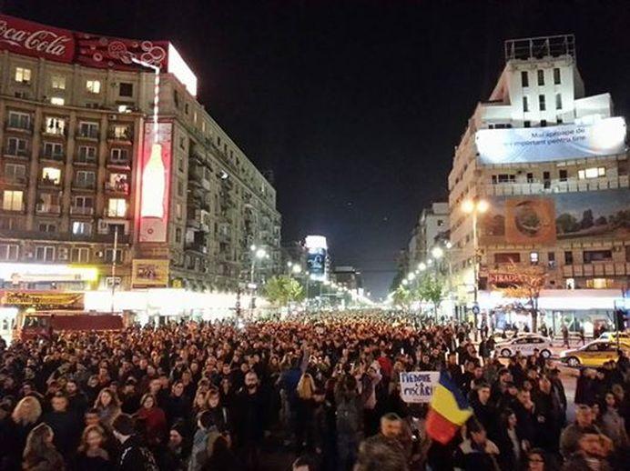PROTEST COLECTIV! Peste 15.000 de oameni cer DEMISIA lui Piedone, a lui Oprea, CER DREPTATE!