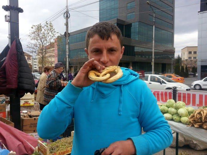 De ce mănâncă românii atât de mulți covrigi? Expert: Covrigul a ajuns în România în perioada Fanariotă!