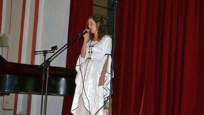 VIDEO – Ce VOCE are Valerie, sotia lui Dacian Ciolos! Vezi cat de bine canta!