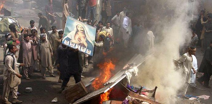 Fundamentalismul ISLAMIC infloreste in vreme ce PERSECUTIA ASUPRA CRESTINILOR a atins cote ISTORICE!