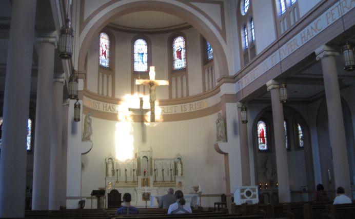 Un preot din Brasov, CASATORIT CU UN ALT BARBAT, a primit parohie!