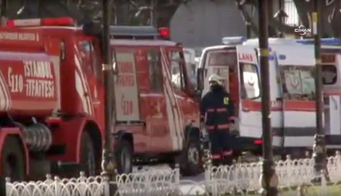 VIDEO – Explozie URIASA intr-o piata turistica foarte aglomerata din Istanbul! Zeci de morti si raniti!