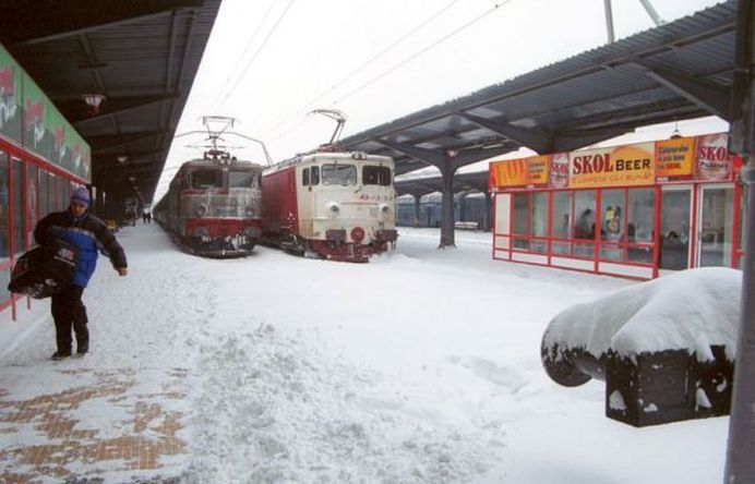 Iarna a prins CFR COMPLET NEPREGATITA! Zeci de trenuri blocate, anulate sau inzapezite!