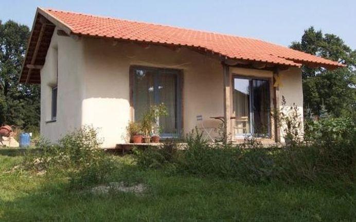 Dupa ce s-a scolit in Germania si Norvegia, un arhitect roman a venit cu un proiect revolutionar! Casa moderna de o mie de euro!