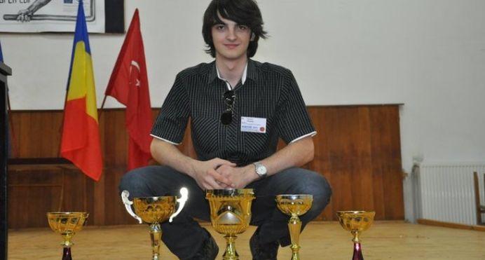 Un roman de 22 de ani a fost inclus in topul celor mai inteligenti tineri din Europa! El a ales sa se INTOARCA IN ROMANIA, sa faca cercetare!