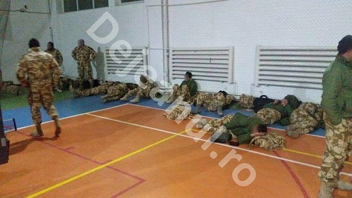 FOTO – Bataie de joc la adresa MILITARILOR ROMANI intorsi din Afghanistan! Cum i-au umilit autoritatile!