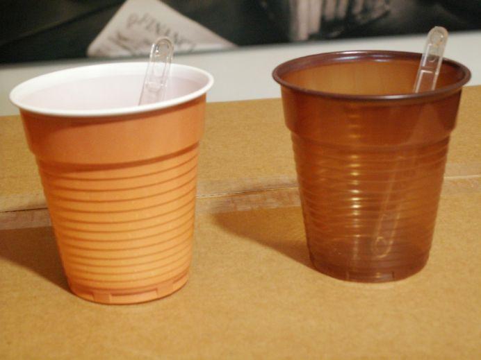 Stiai ca paharele pentru cafea sunt facute din ALUMINIU si PLASTIC?! Tocmai au fost INTERZISE prin lege!