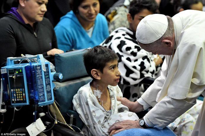 Papa Francisc a DEMONSTRAT o noua forma de VINDECARE UNIVERSALA! Vezi cum functioneaza!